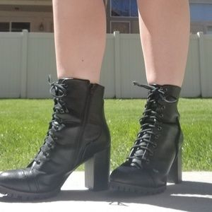 REPORT Alanna Black Lace Up Boots Size 9